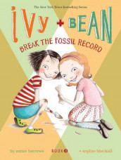 Ivy and Bean Break the Fossil Record av Annie Barrows (Heftet)