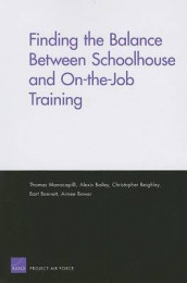 Finding the Balance Between Schoolhouse and On-the-job Training av Alexis Bailey, Christopher Beighley, Bart Bennett, Aimee Bower og Thomas Manacapilli (Heftet)