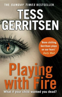 Playing With Fire av Tess Gerritsen (Heftet)