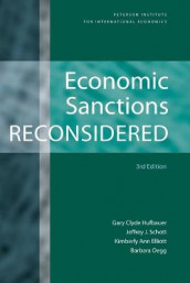 Economic Sanctions Reconsidered av Kimberly Ann Elliott, Gary Clyde Hufbauer, Barbara Oegg og Jeffrey Schott (Heftet)