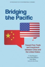 Bridging the Pacific - Toward Free Trade and Investment Between China and the United States av C. Fred Bergsten, Gary Clyde Hufbauer og Sean Miner (Heftet)
