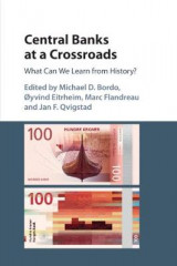 Omslag - Central Banks at a Crossroads