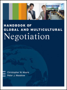 Handbook of Global and Multicultural Negotiation av Christopher W. Moore og Peter J. Woodrow (Heftet)