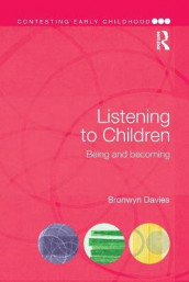 Listening to Children av Bronwyn Davies (Heftet)