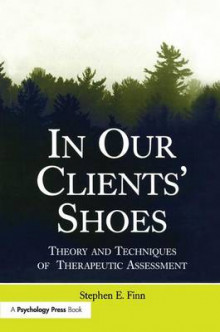 In Our Clients' Shoes av Stephen E. Finn (Heftet)