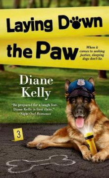 Laying Down the Paw av Diane Kelly (Heftet)