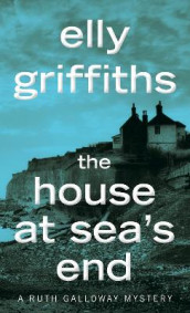 The House at Sea's End av Elly Griffiths (Heftet)
