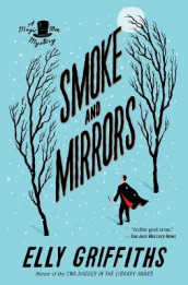 Smoke and Mirrors av Elly Griffiths (Heftet)