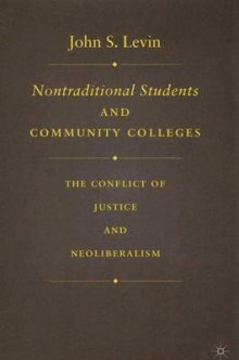 Nontraditional Students and Community Colleges av J. Levin (Innbundet)