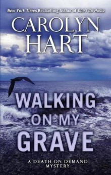 Walking on My Grave av Carolyn Hart (Innbundet)