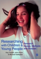 Researching with Children and Young People av John Emmeus Davis, Michael Gallagher og E Kay M Tisdall (Heftet)