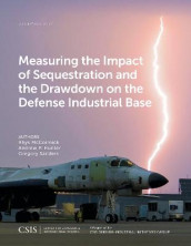 Measuring the Impact of Sequestration and the Drawdown on the Defense Industrial Base av Andrew P. Hunter, Rhys McCormick og Gregory Sanders (Heftet)