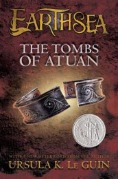 The Tombs of Atuan av Ursula K Le Guin (Innbundet)