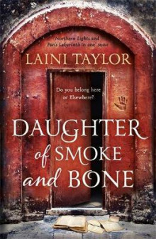 Daughter of smoke and bone av Laini Taylor (Heftet)