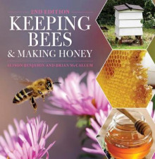 Keeping Bees and Making Honey av Alison Benjamin og Brian McCallum (Heftet)