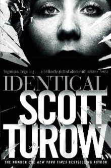 Identical av Scott Turow (Heftet)