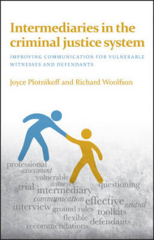 Intermediaries in the Criminal Justice System av Richard Wolfson og Joyce Plotnikoff (Heftet)