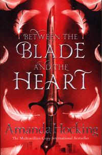 Between the blade and the heart av Amanda Hocking (Heftet)