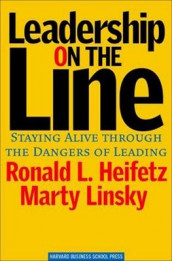 Leadership on the Line av Ronald A. Heifetz og Marty Linsky (Innbundet)