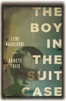 The Boy in the Suitcase av Lene Kaaberbol og Agnete Friis (Innbundet)