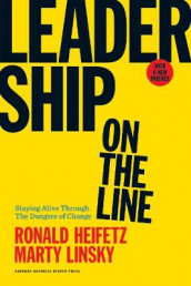 Leadership on the Line, With a New Preface av Ronald A. Heifetz og Marty Linsky (Innbundet)