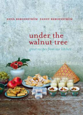 Under the Walnut Tree av Anna Bergenstrom og Fanny Bergenstrom (Innbundet)