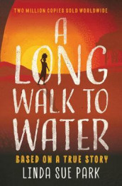 A Long Walk to Water av Linda Sue Park (Heftet)