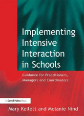 Implementing Intensive Interaction in Schools av Mary Kellett og Melanie Nind (Heftet)