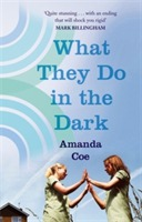 What They Do In The Dark av Amanda Coe (Heftet)