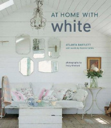 At Home with White av Atlanta Bartlett og Karena Callen (Innbundet)