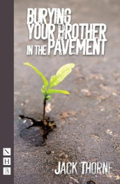 Burying Your Brother in the Pavement av Jack Thorne (Heftet)