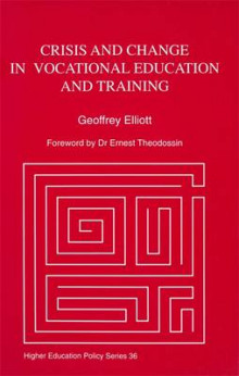 Crisis and Change in Vocational Education and Training av Geoffrey Elliott (Heftet)