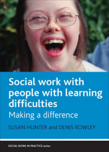 Social work with people with learning difficulties av Susan Hunter og Denis Rowley (Innbundet)