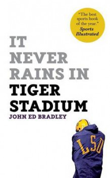 It Never Rains in Tiger Stadium av John Ed Bradley (Heftet)