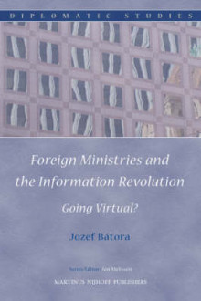 Foreign Ministries and the Information Revolution av Mr. Jozef Batora (Innbundet)