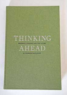 Thinking ahead : Research, funding and the future : RJ Yearbook 2015/2016 av Jenny Björkman, Björn Fjæstad, Katarina Bernhardsson, Göran Blomqvist, Göran Djupsund, Lars Geschwind, Ylva Hasselberg, Peter Hedström, Ulf Heyman, Poul Holm, Wang Hui, Mikael Härlin, Gunn Johansson, Svein Kyvik, Liv Langfeldt, Orvar Löfgren, Helga Nowotny, Bente Rosenbeck, Ulf Sandström, Sverker Sörlin, Linda Wedlin, Agnes Wold, Eva Österberg og Johan Östling (Heftet)