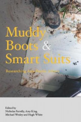 Omslag - Muddy Boots and Smart Suits
